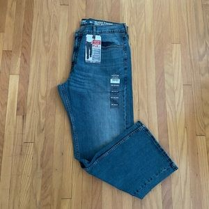 Signature Levi Relaxed Straight Fit Jeans - NWT